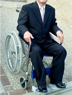 車椅子スーツ.jpg